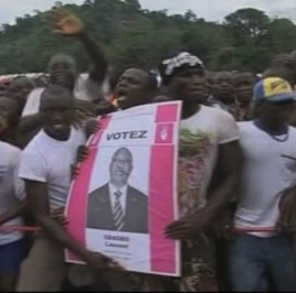 Crowds in Ivory Coast take part in campaigning ahead of Sunday's presidential election.