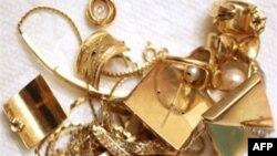 Ціна золота досягла майже 1900 доларів за унцію