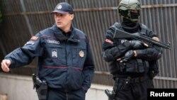 ARHIVA - Policija Crne Gore na zadatku, u Podgorici, 9. maja 2019. (Foto: Reuters/Stevo Vasiljević)