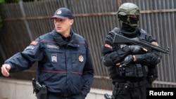 Arhiva - Policija ispred zgrade Visokog suda u Podgorici, Crna Gora, 9. maja 2019.