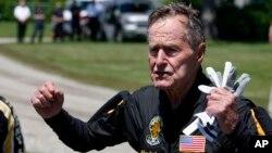 La biografía de George HW. Bush también revelará de qué manera influenció en la vida de su hijo, el también expresidente George W. Bush.