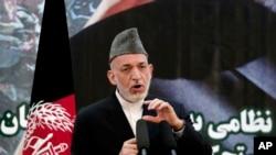 阿富汗总统卡尔扎伊在军事学院仪式上发表演讲