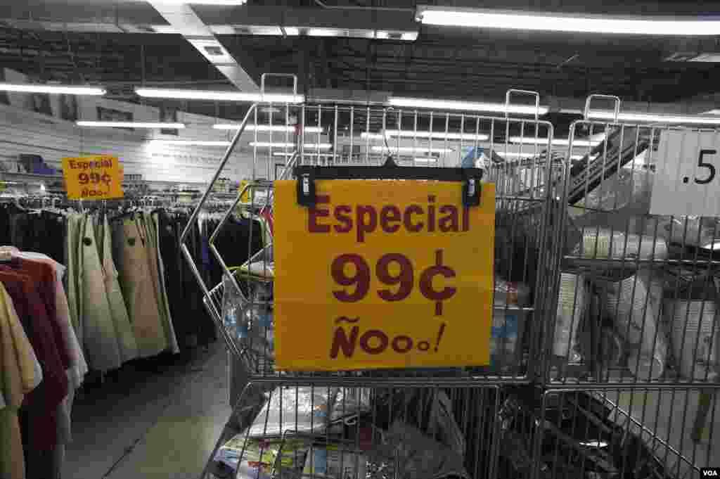 La tienda vende lo mismo mercancía importada de China que lo que fabrica con la mira puesta en los clientes que compran para llevar a Cuba.