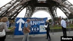 Tourists walk near the Eiffel Tower in Paris, France, June 28, 2016.