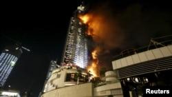 آتش سوزی در برج هتل آدرس، یکی از هتلهای مجاور برج خلیفه رخ داده است.