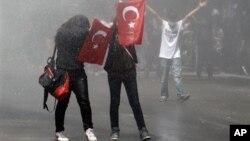 Столкновения протестующих с полицией прошли в Анкаре. Турция. 3 июня 2013 г.
