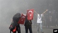 3일 터키 수도 앙카라 시내에 집결한 반정부 시위대.