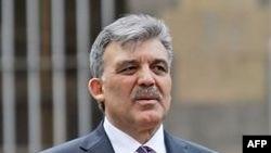 Abdulla Gül Təbrizdə böyük hərarətlə qarşılanıb