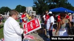 8月24日人们聚集华盛顿,准备集会