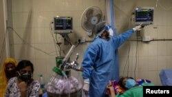 印度首都新德里一家醫院正在治療新冠患者。(路透社2021年4月15日)