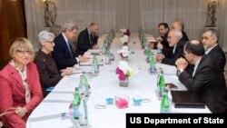 美国国务卿克里和伊朗外长扎里夫的伊朗核项目会谈(美国国务院图片)