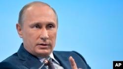 Theo dự liệu, Tổng thống Nga Vladimir Putin sẽ dự khán cuộc duyệt binh mặc dù nhiều nhà lãnh đạo Tây phương không muốn tham dự.