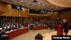 29일 수잔 솔티 북한자유연합 대표가 한국 서울 국회 헌정기념관에서 열린 제10회 북한자유주간 개막식에서 인사말을 하고 있다.