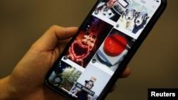 """一个手机2018年1月25日显示短视频网站 """"快手""""网页。中国当局日前下令该网站整改。"""