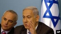 وزیر دارایی اسرائیل(چپ) در کنار نخست وزیر آن کشور