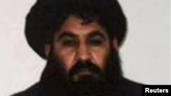 Mullah Akhtar Mohammad Mansour ຫົວໜ້າກຸ່ມຫົວຮຸນແຮງ ຕາລີລານຄົນໃໝ່ ທີ່ເຫັນຢູ່ໃນຮູບພາບ ທີ່ບໍ່ແຈ້ງເວລາຖ່າຍໃຫ້ຊາບນີ້ ນຳອອກເຜີຍແຜ່ໂດຍ ກຸ່ມຕາລີບານ.