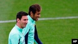 """Neymar của Brazil nói anh hy vọng Lionel Messi giành được World Cup, nhưng điều đó không nhất thiết anh phải là """"một fan của Argentina."""""""