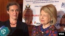 Sandra Oudkirk və Baronessa Nikolson