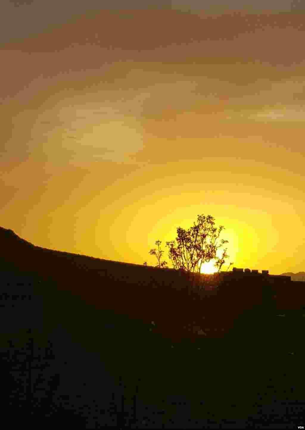 غروب آفتاب روستای خمی از توابع شهرستان بردسکن- خراسان عکس: حامد (ارسالی شما)