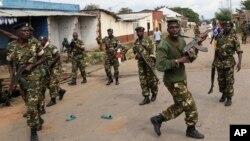 Pasukan Burundi melakukan patroli di ibukota Bujumbura (foto: dok).