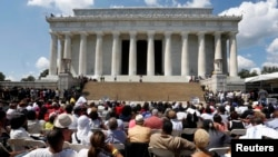 马丁路德金三世在华盛顿市林肯纪念堂的一次仪式上讲话,纪念1963年民权大游行50周年。(2013年8月24日)