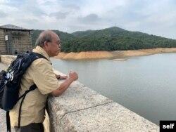 鍾劍華曾打算退休後多花時間在中國大陸,但國安法打亂了有關計劃。 (鍾劍華提供)