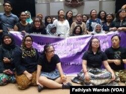 Koalisi Gerakan Perempuan Disabilitas mendukung percepatan pembahasan sekaligus pengesahan RUU Penghapusan Kekerasan Seksual. (foto: VOA/Fathiyah Wardah)