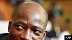 Bộ trưởng Charles Ble Goude kêu gọi các ủng hộ viên chiếm giữ một khách sạn nơi ông Ouattara dùng làm trụ sở dưới sự bảo vệ của LHQ