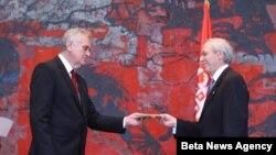 Predsednik Srbije Tomislav Nikolić je danas u Palati Srbija primio akreditivna pisma novog ambasadora SAD Majkla Kirbija.