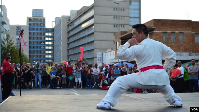 A martial arts demonstration at Saturday's Chinese New Year festivities in downtown Johannesburg. The first Chinese immigrants in Johannesburg starting coming around 1900, February 2, 2013 (Peter Cox/VOA).