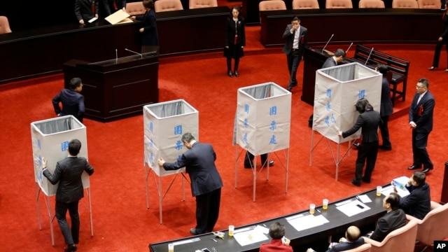 Legislature officers prepare voting booths to elect a new speaker on the legislature floor in Taipei, Taiwan, Feb. 1, 2016.