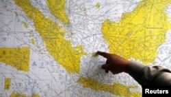 失事客機殘骸在爪哇海蘇黎曼丹島附近。
