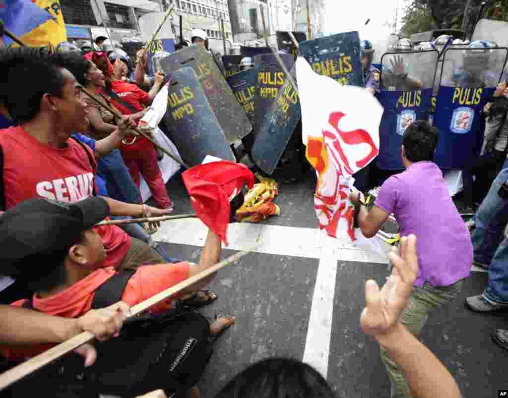 Сутичка біля посольства США, Філіппіни.
