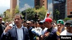Le chef de l'opposition vénézuélienne Juan Guaido, à Caracas le 30 avril 2019 (Venezuela). REUTERS / Carlos Garcia Rawlins