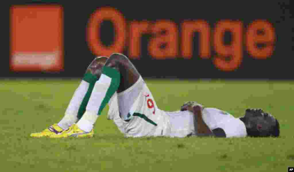 """Senegal's Abdou Kader Mangane reacts after his team lost their African Nations Cup soccer match against Zambia at the tournament in Estadio de Bata """"Bata Stadium"""", in Bata January 21, 2012. REUTERS/Amr Abdallah Dalsh (EQUATORIAL GUINEA - Tags: SPORT SOCC"""
