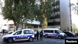 Xe cảnh sát Pháp đậu phía trước văn phòng Tuần báo Charlie Hebdo ở Paris, ngày 19/9/2012
