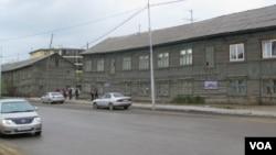 西伯利亞主要城市雅庫特市中心的一條街道。(美國之音白樺拍攝)