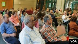 Egyptian-Americans discuss Egypt's political crisis at a meeting in late July (file photo).