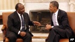 Le président américain Barack Obama reçoit son mon homologue gabonais Ali Bongo Ondimba au bureau Oval, à la Maison Blanche, à Washington, 9 juin 2011.