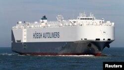 "Kapal barang Hoegh St. Petersburg milik Norwegia tengah berlayar di perairan lepas pantai Australia (Foto: dok). Kapal sejenis bernama ""Modern Express"" dilaporkan tengah terombang-ambing menuju ke arah pantai Atlantik, Perancis, Sabtu (30/1)."