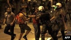 Sukob demonstranata i policije u Atini, 28. jun 2011.