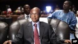 Tsohon firayim minista Cellou Dalein Diallo a dakin taro na Al'umma a Conakry, ranar 21 Satumba 2010.
