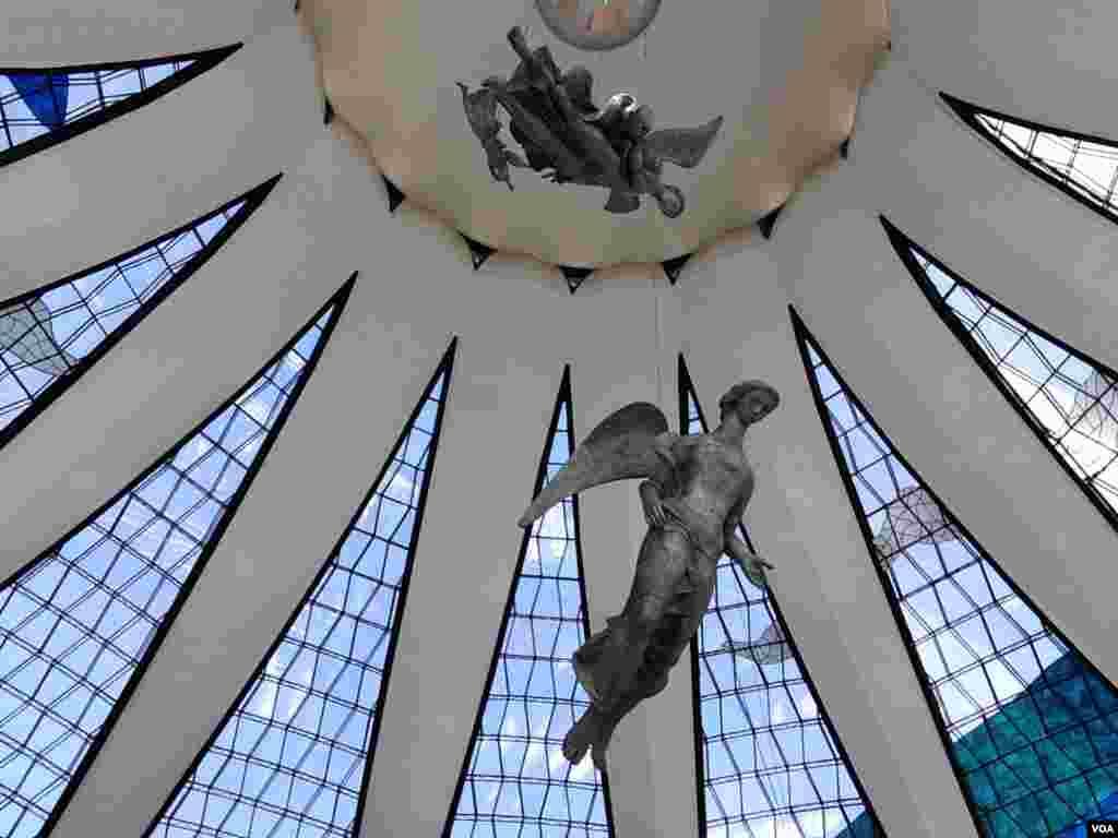 The interior of the Metropolitan Cathedral in Brasilia, Brazil, June 20, 2014. (Nicolas Pinault/VOA)