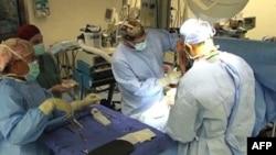 Afganistan'daki NATO Hastanesi Asker ve Sivillere Ücretsiz Hizmet Veriyor