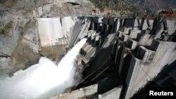 인도의 체나브강 바길리하르 댐의 수력발전소 (자료사진)