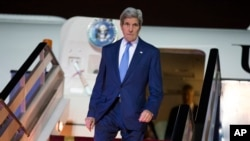 Secretary of State John Kerry arrives at Riyadh Air Base, Saudi Arabia, March 5, 2015.