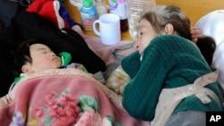 Ảnh minh họa - Một người phụ nữ trông cháu ngủ ở Nhật Bản.