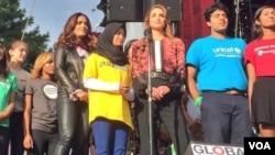 Putri Gayatri York berbagi panggung dengan artis Salma Hayek dan Ratu Rania, serta delegasi negara-negara lainnya dalam acara di markas PBB di New York (foto courtesy: Save the Children).