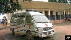 Única ambulância do Hospital Municipal de Cacuso, Malanje, Angola.