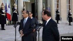 Le président François Hollande (à dr.) accueille son homologue mauritanien Mohamed Ould Abdel Aziz à l'Elysée (20 mov. 2012)